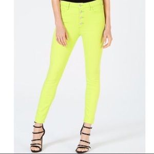 guess button front 1981 skinny neon green jean